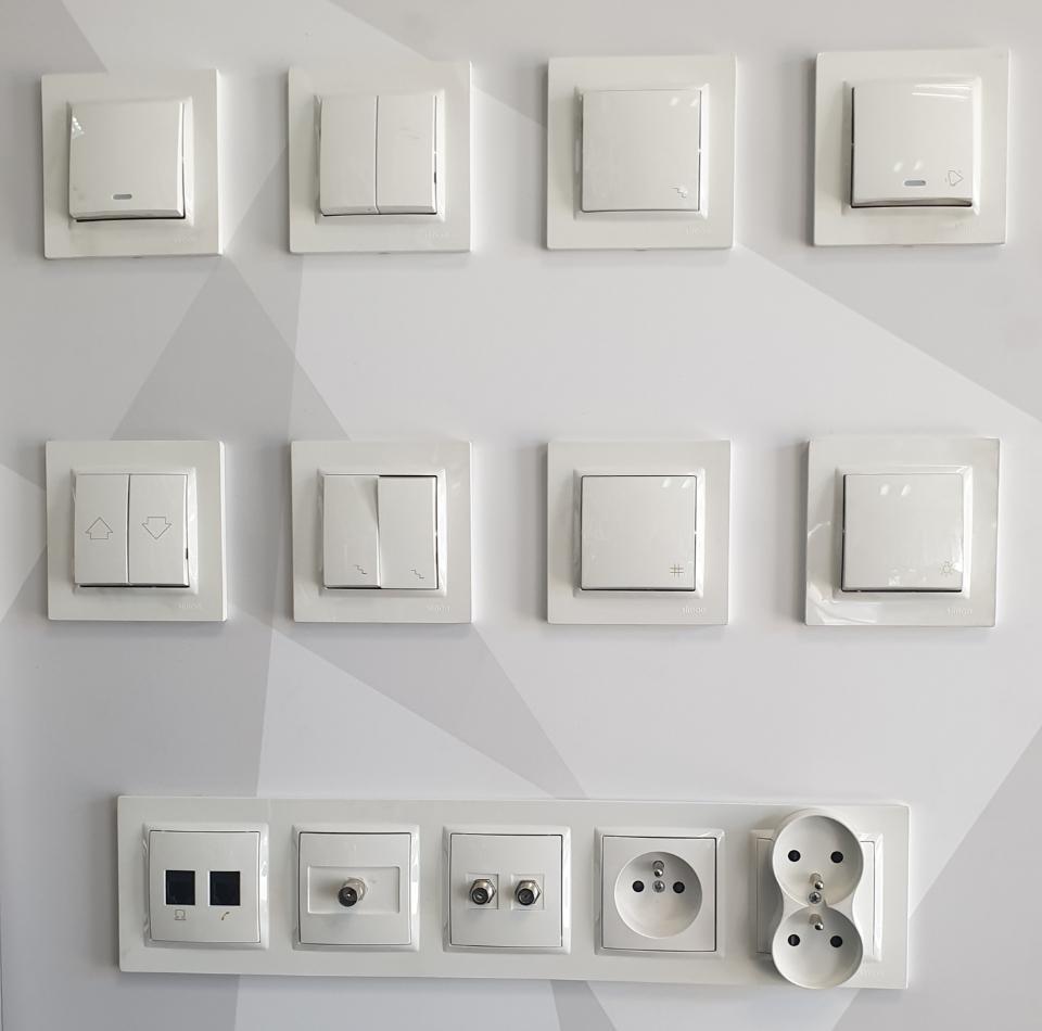włączniki światła ikontakty